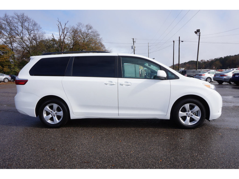 Pre-Owned 2017 Toyota Sienna LE FWD